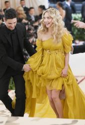 amandaseyfried0507picturepub-1.jpg