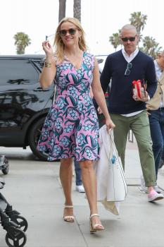 Reese Witherspoon & Ava Phillippe at Ivy at the Shore in Santa Monica 5/13/18