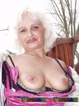 TuttiFrutti.club – Amateurs – Granny Judita Winter pleasure [SD 576p]