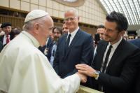 katy-perry-and-orlando-bloom-meeting-the-pope-in-vatican-city-42818-1.jpg