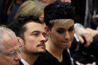 katy-perry-and-orlando-bloom-meeting-the-pope-in-vatican-city-42818-4.jpg